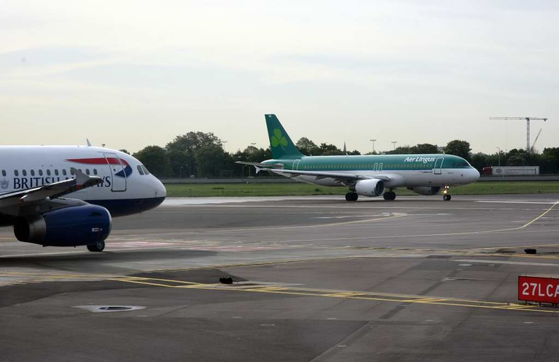British Airways Airbus A319-100 G-EUPO & Aer Lingus Airbus A320-200 EI-DVG Flannan, Heathrow airport, Thurs 3 May 2018 - 0957.