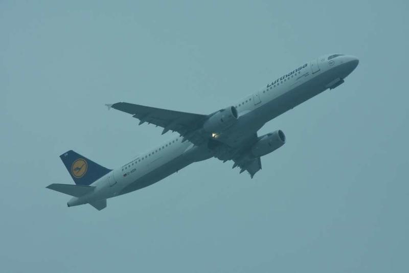Lufthansa Airbus A321-200 D-AIDN, Heathrow airport, Fri 2 March 2018 - 1000.