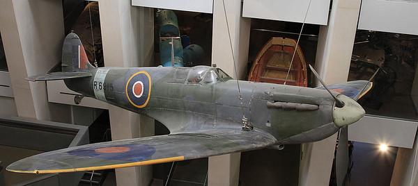 Supermarine Spitfire Mk1a, R6915 - 05/07/16.