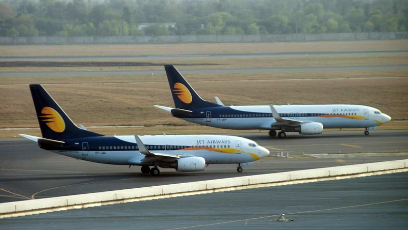 Jet Airways Boeing 737-700 VT-JGL & 737-800 VT-JBP, Delhi Indira Gandhi international airport (DEL / VIDP), 31 March 2012