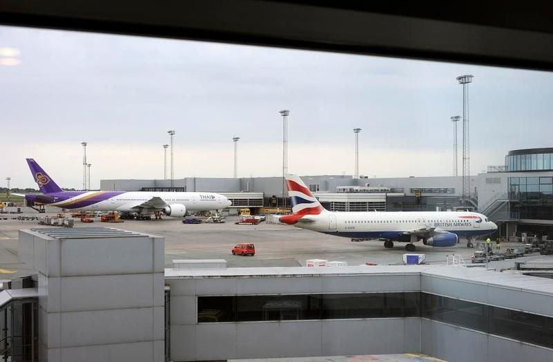 Thai Airways Boeing 777-300 HS-TKV & British Airways Airbus A320-200 G-EUUH, Copenhagen Airport, Fri 29 August 2014 - 1146.  The Airbus had been my ride from Heathrow.