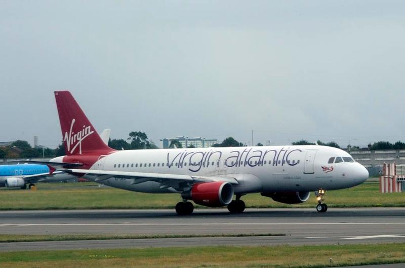Virgin Atlantic Airbus A320-200 EI-DEO Queen of the Cobbles, Heathrow Airport, Fri 29 August 2014 - 0957.