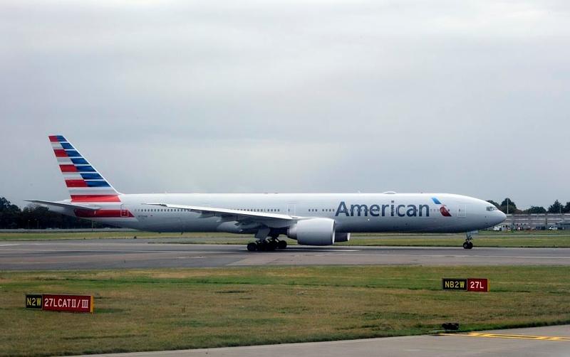 American Airlines Boeing 777-300 N729AN, Heathrow Airport, Fri 29 August 2014 - 1001.