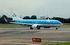 KLM Boeing 737-800 PH-BXZ, Heathrow Airport, Fri 29 August 2014 - 1002.