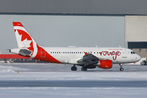Air Canada Rouge A319-100 (C-FYIY)-1