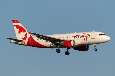 Air Canada Rouge A319-100 (C-GBHZ)