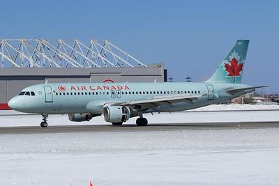 Air Canada A320-200 (C-FPDN)