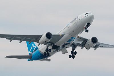 Air Transat A330-300 (C-GTSJ)
