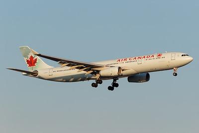 Air Canada A330-300 (C-GFAJ)