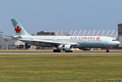 Air Canada A330-300 (C-GHKX)