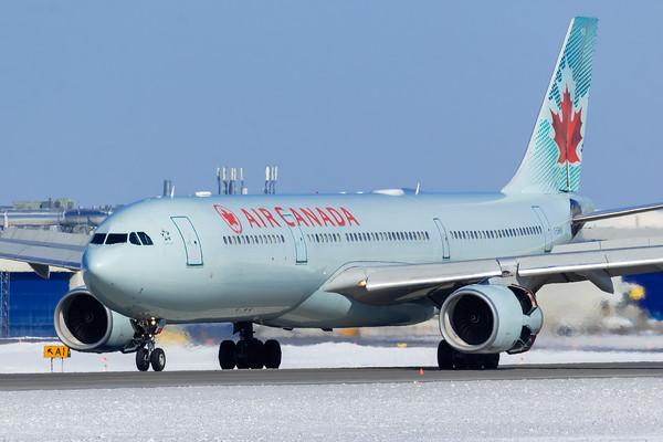 Air Canada A330-300 (C-GHKR)