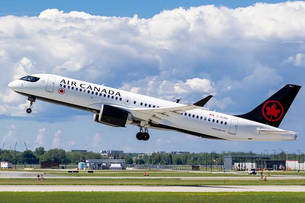 Air Canada A220-300 (C-GJXV)_Lufthansa A350-900 (D-AIXE)_A0085