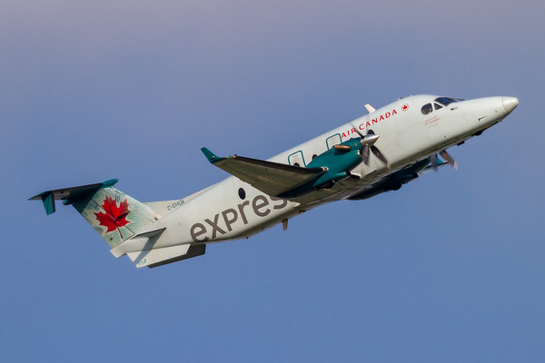 Air Canada Express B-1900D (C-GHGA)