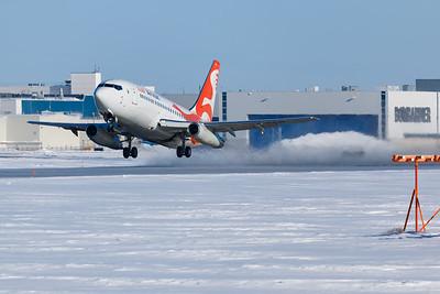 Air Inuit B737-300 (C-GAIG)-2