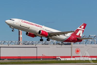 Canadian North B737-400 (C-FFNC)_A0087-2