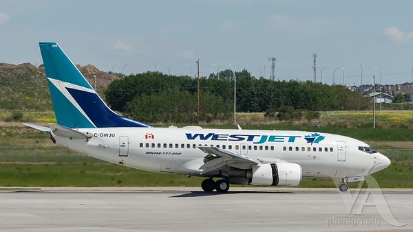 WestJet B737-600 (C-GWJU)