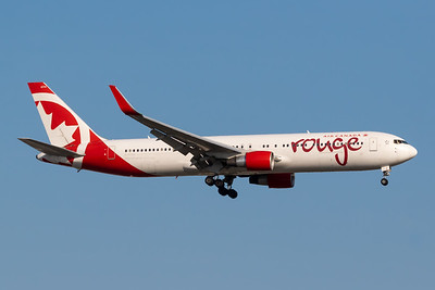 Air Canada Rouge B-767-300 (C-FIYE)