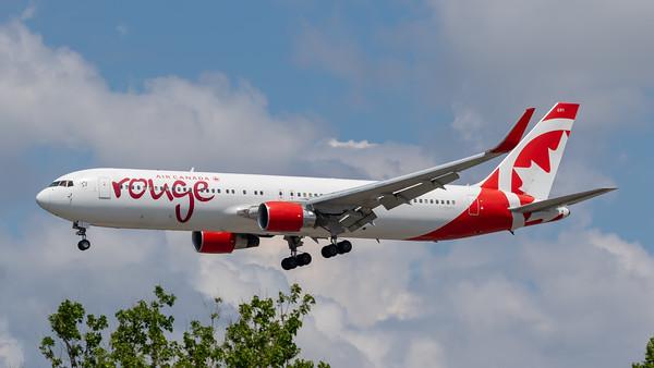 Air Canada Rouge B767-300 (C-GHPE)