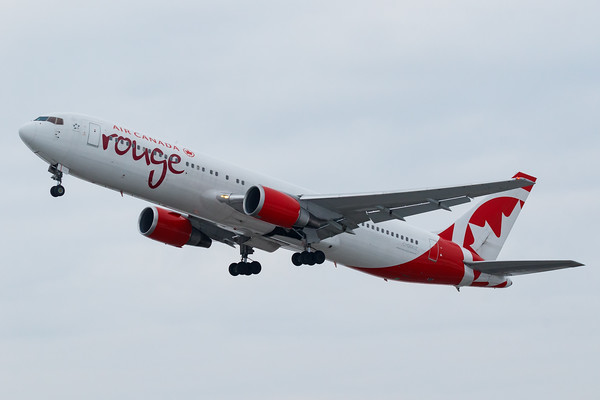 Air Canada Rouge B767-300ER (C-GDUZ)-4