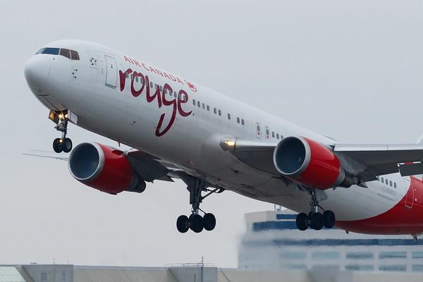Air Canada Rouge B767-300ER (C-GDUZ)-3