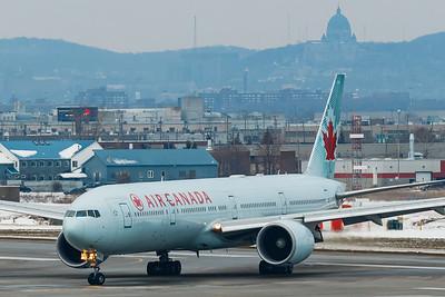 Air Canada B777-300ER (C-FIVQ)