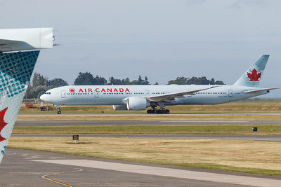 Air Canada B777-300 (C-FKAU)