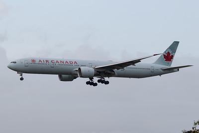 Air Canada B777-300 (C-FIUL)