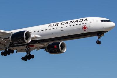 Air Canada B777-300ER (C-FITL)