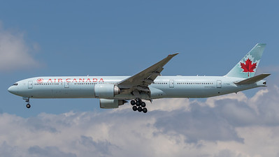 Air Canada B777-300 (C-FNNU)