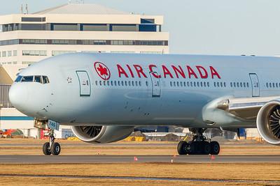Air Canada B777-300ER (C-FNNU)