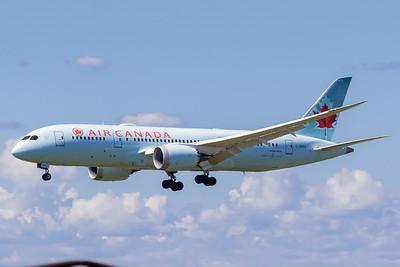 Air Canada B787-8 (C-GHPX)-2_Lufthansa A350-900 (D-AIXE)_A0085