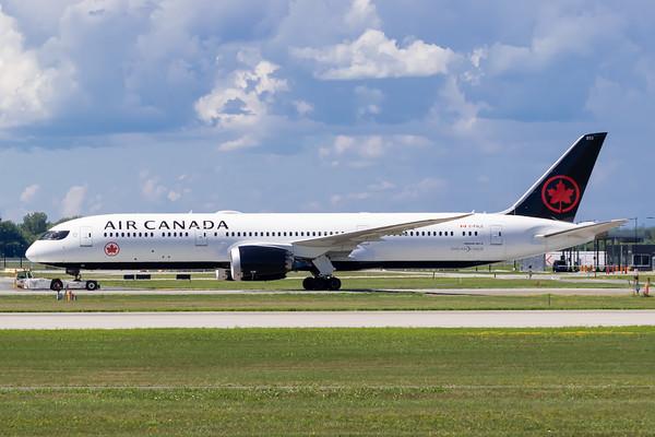 Air Canada B787-9 (C-FVLQ)_Lufthansa A350-900 (D-AIXE)_A0085