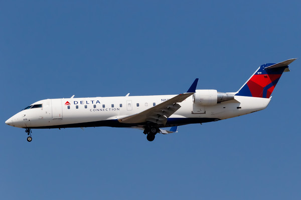 Delta Connection CRJ-200 (N819AY)
