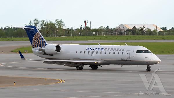United Express CRJ-200 (N827AS)