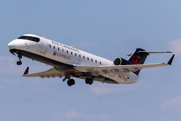 Air Canada Express CRJ-200 (C-FIJA)