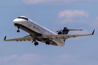 Air Canada Express CRJ-200 (C-FEJA)
