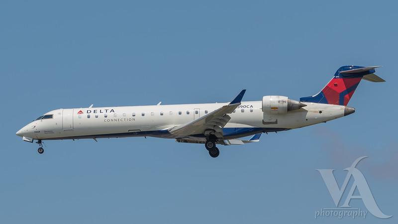 Delta Connection CRJ-700 (N390CA)