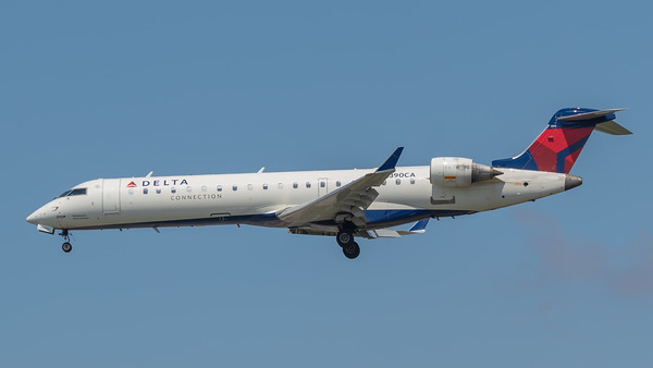 Delta Connection CRJ-700 (N390CA)