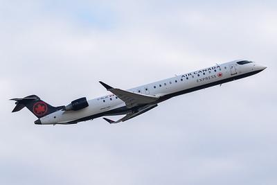 Air Canada Express CRJ-900 (C-GLJZ)