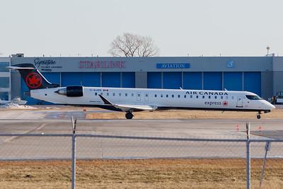 Air Canada Express CRJ-900 (C-GJZG)