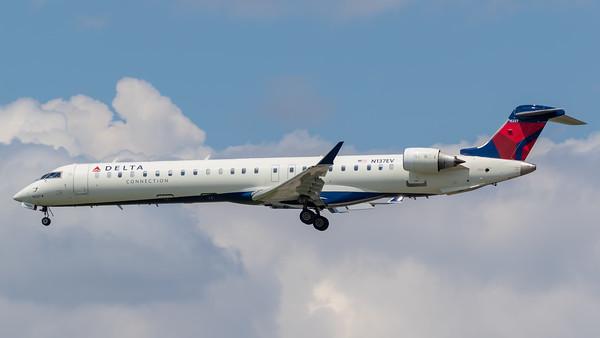 Delta Connection CRJ-900 (N137EV)