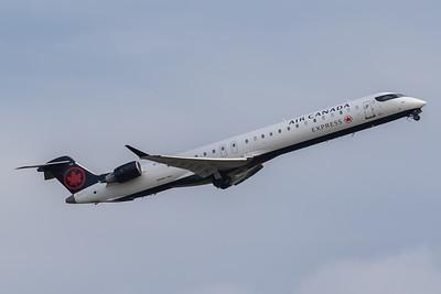 Air Canada Express CRJ-900 (C-FTJZ)