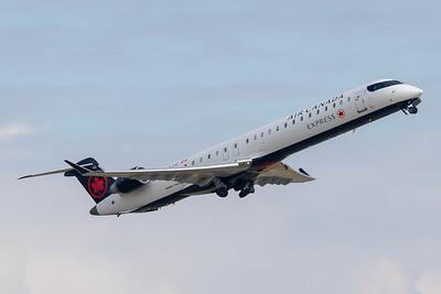 Air Canada Express CRJ-900 (C-FJJZ)