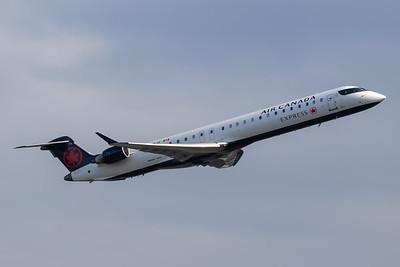 Air Canada Express CRJ-900 (C-GNJZ)