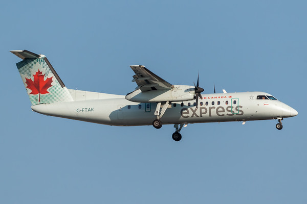 Air Canada Express Dash 8-300 (C-FTAK)