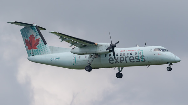 Air Canada Express Dash 8-300 (C-FJVV)