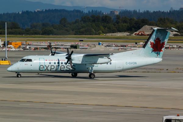Air Canada Express Dash 8-300 (C-GVON)