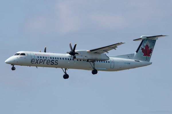 Air Canada Express Dash 8-400 (C-GGMI)