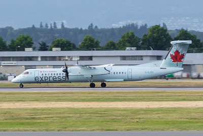 Air Canada Express Dash 8-400 (C-GJZX)