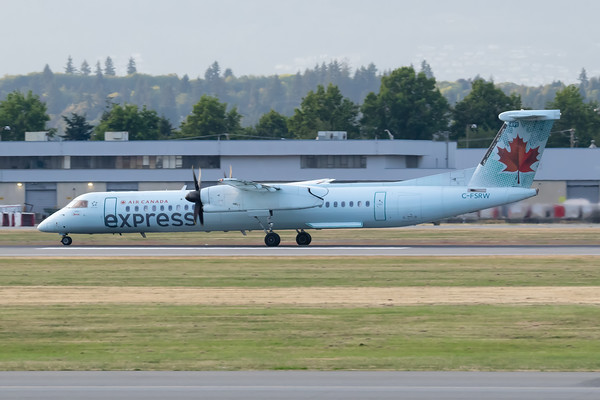 Air Canada Express Dash 8-400 (C-FSRW)